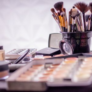 FORMATIONS - Cours d'auto maquillage